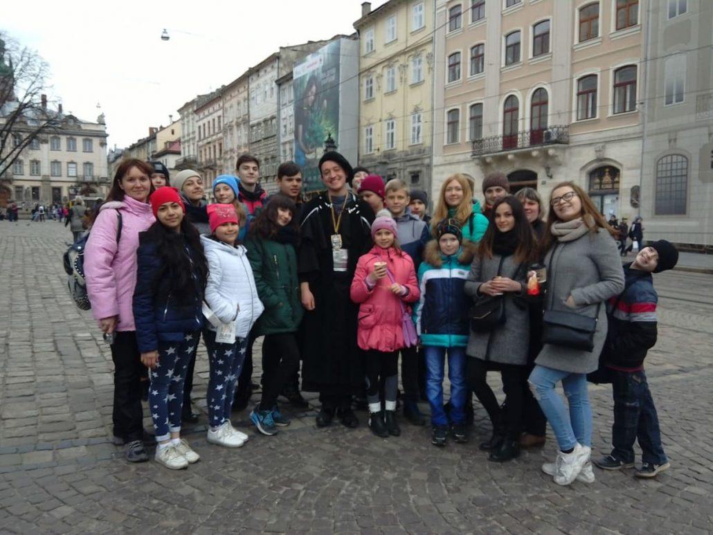 Фото діти у Львові. єкскурсія по львову