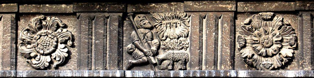 Имя бога на зданиях Львова